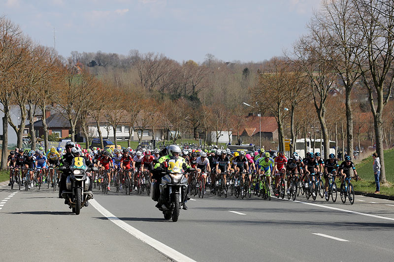 Photo RVV 2015, peloton in Zegelsem