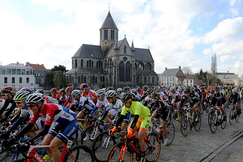 Photo RVV 2015, start of the woman's race, Oudenaarde