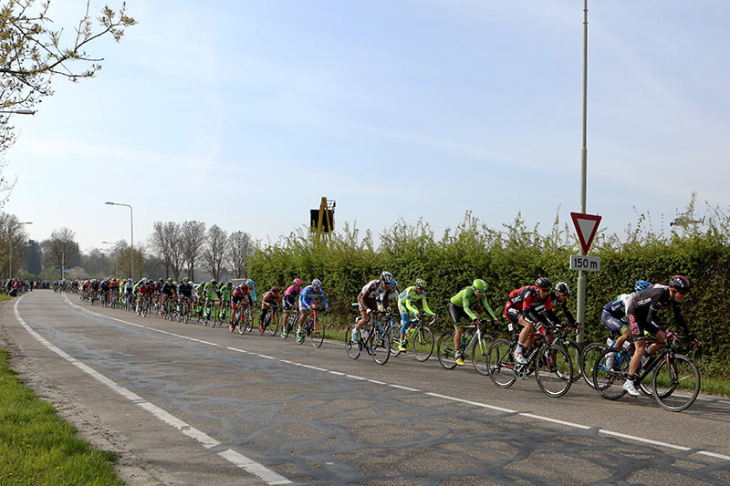 Photo Amstel Gold Race 2015, right after start