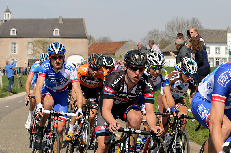 Photo Amstel Gold Race 2015, Zico Waeytens back in peloton